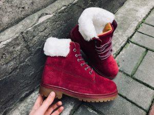 Стильные бордовые ботинки с мехом