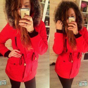Женская зимняя куртка парка с мехом красная