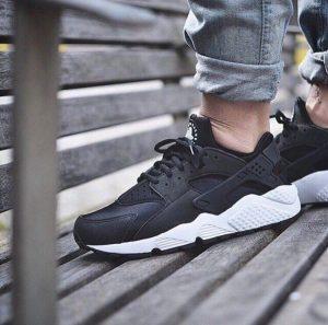 Кроссовки Nike Air Huarache черные с белым