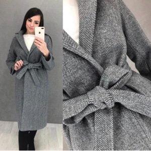 Женское серое пальто в классическом стиле