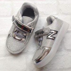 Кроссовки светящиеся с буквой N детские