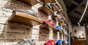 Недорогие кроссовки в Room78