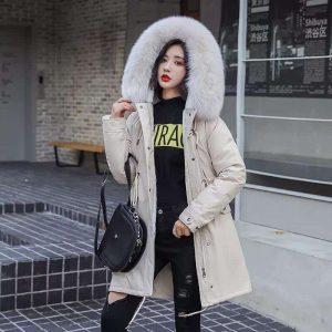 Женская куртка парка светло-бежевая с искусственным мехом