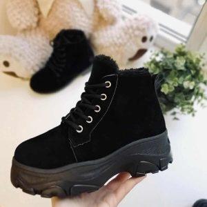 Женские зимние ботинки Megger на платформе черные