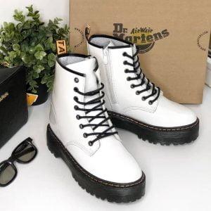 Женские ботинки в стиле Doctor Martens  белые