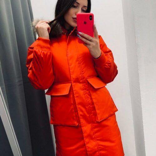 Красная зимняя куртка с карманами