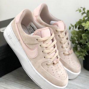 Розовые кроссовки Nike Air Force 1 Sage