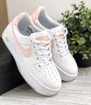 Белые низкие кроссовки Nike Air Forse 1 Sage