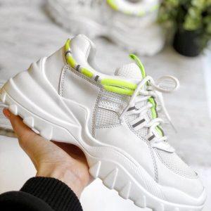 Белые кроссовки с яркими желтыми вставками