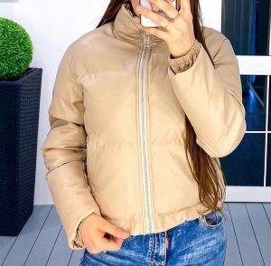 Женская кожаная куртка бежевая дутая