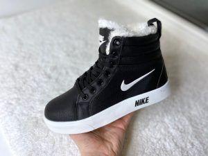 Черные c белым кеды Nike с мехом