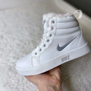 Белые кеды Nike с мехом