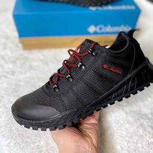 Кроссовки Columbia Гортекс черные с красными шнурками