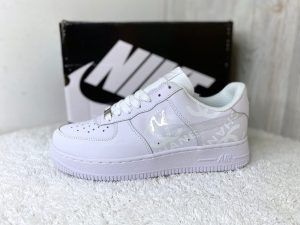 Кроссовки Nike Air Force белые светоотражающие