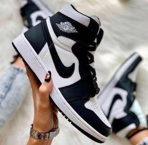 Кроссовки Nike Air Jordan 1 белые с черным