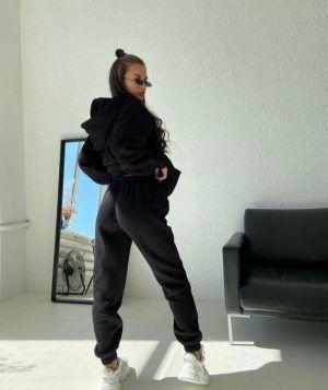 Утепленный костюм с джоггерами черный